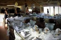 La salle préparée pour un mariage